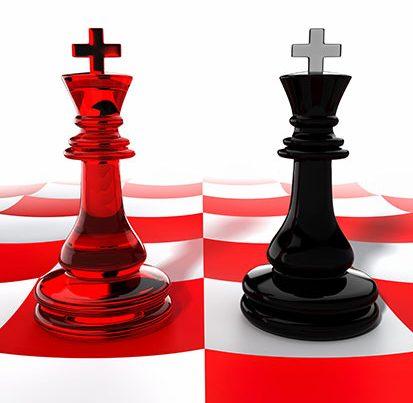 na zdjęciu 2 piony szachowe stoją obok siebie