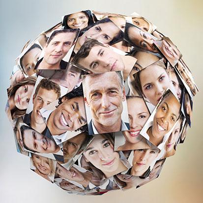 na zdjęciu jest kula oklejona portretami ludzi z całego świata