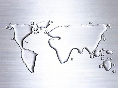 na zdjęciu jest mapa świata wykonana z wody
