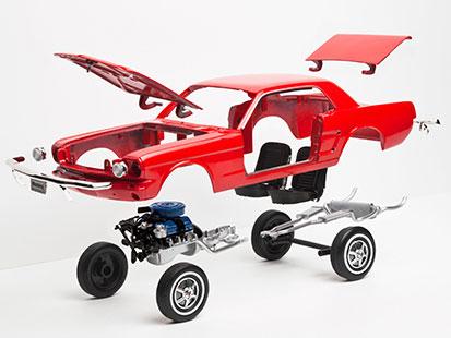 na zdjęciu jest samochód, w którym każda część lewituje osobno