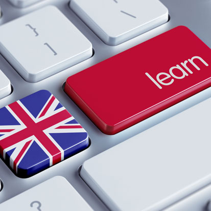 na zdjęciu widać klawiaturę komputera, z czego jeden przycik przedstawia flagę brytyjską a drugi ma napis learn