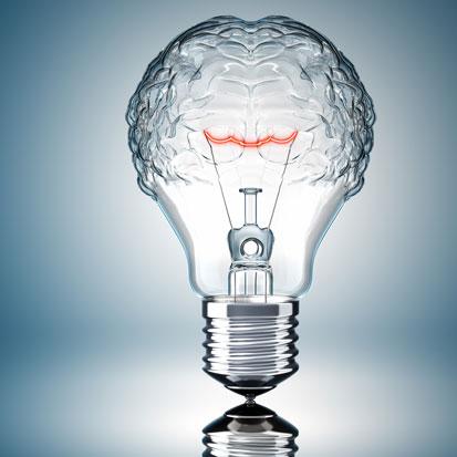 zdjęcie przedstawia żarówkę z czego jej górna część przerobiona jest na mózg