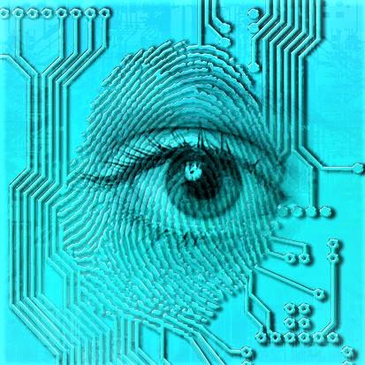 na zdjęciu jest oko, odcisk palca i drukowane obwody