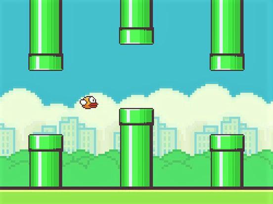 na zdjęciu screen z gry Flappy Bird, zielone rury a pomiędzy nimi frunie mały, żółty ptak