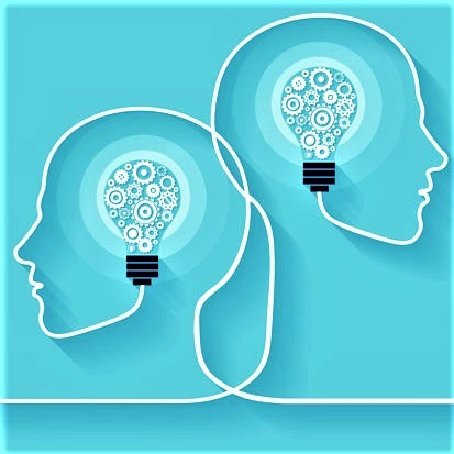 grafika z dwoma odwróconymi profilami, gdzie zamiast mózgu jest żarówka