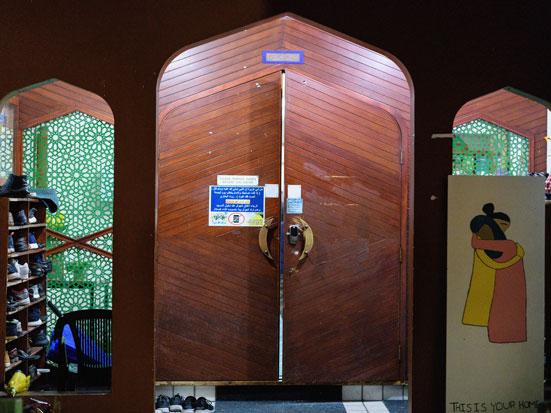 na zdjęciu wejście do meczetu Al Noor, w Christchurch, w Nowej Zelandii